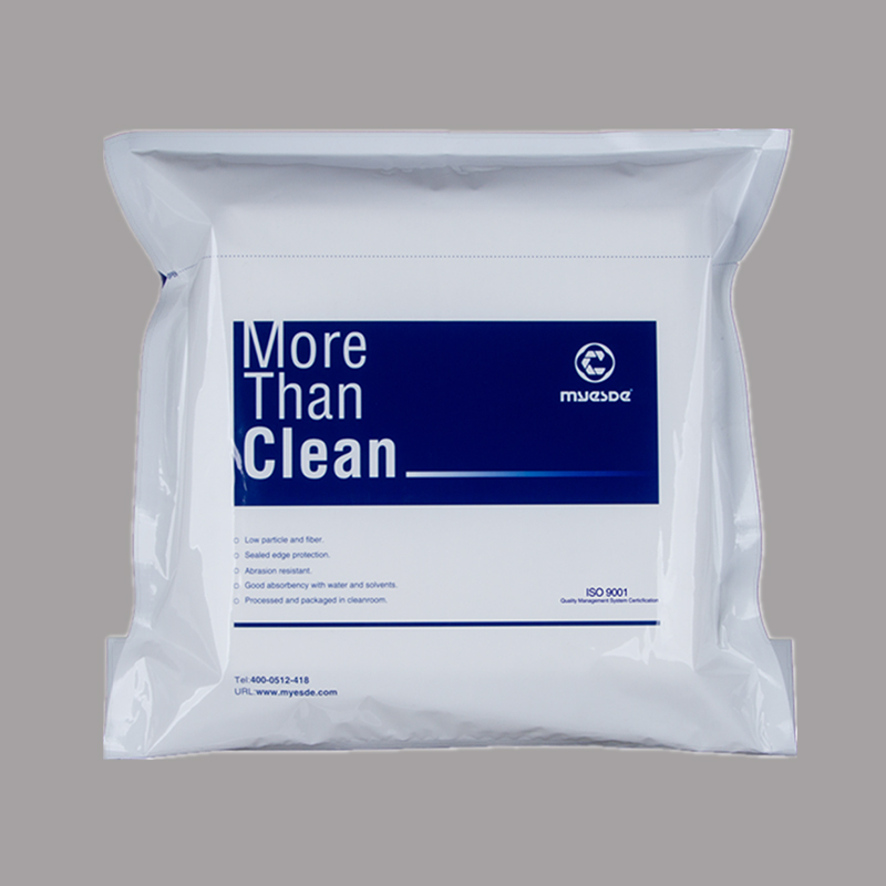 What are the characteristics of microfiber cleanroom wiper?